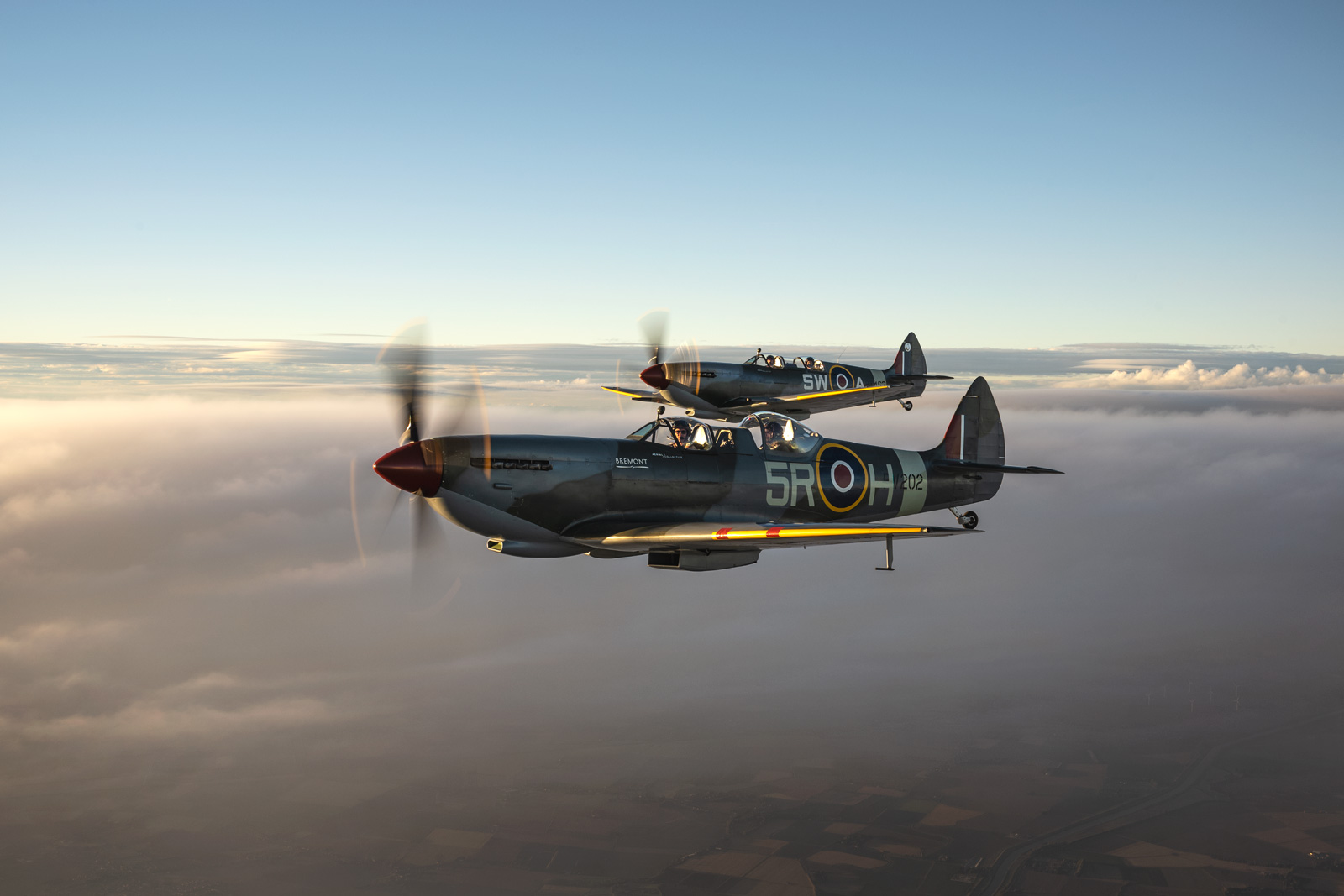 spitfires-in-the-air